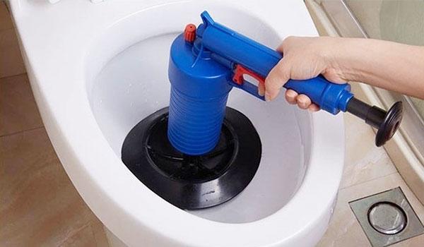 dia-chi-thong-tac-cong-toilet-gia-re-tai-nha-da-nang-3